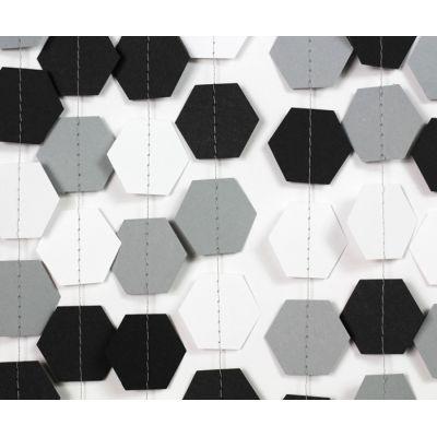 Гирлянда фигурная из шестигранников. Черный, серый, белый цвет