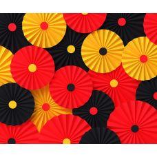 Фотозона из веерных кругов. Красный, черный, желтый цвета